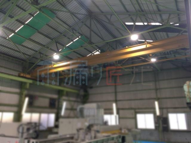 工場の屋根と天井